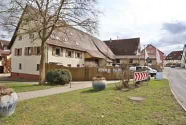 Wohnhaus mit Ladengeschäft und weiteren Nebengebäuden in zentraler Lage von Hrbg.-Oberjesingen