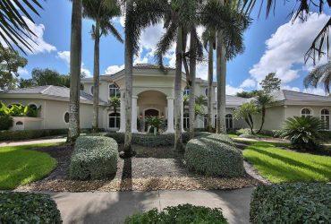 Luxury Detached House for Rent in Landmark Naple