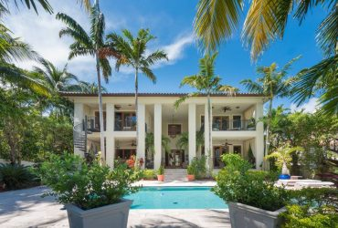 Luxury Detached House for Rent in Miami Beach, Florida