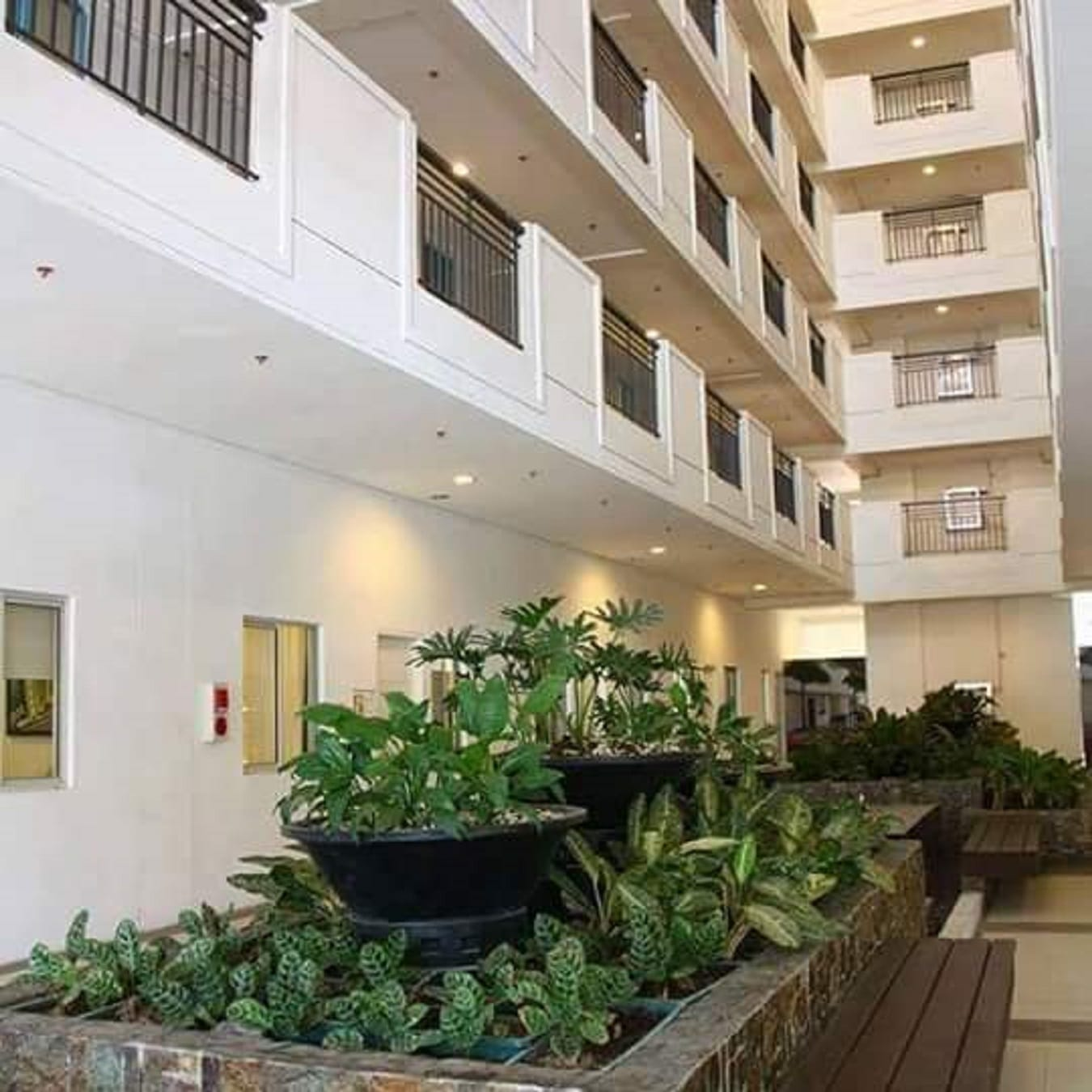 Best condo unit in Quezon City spacious w/ balcony near SM Cubao & Gateway Mall in Araneta