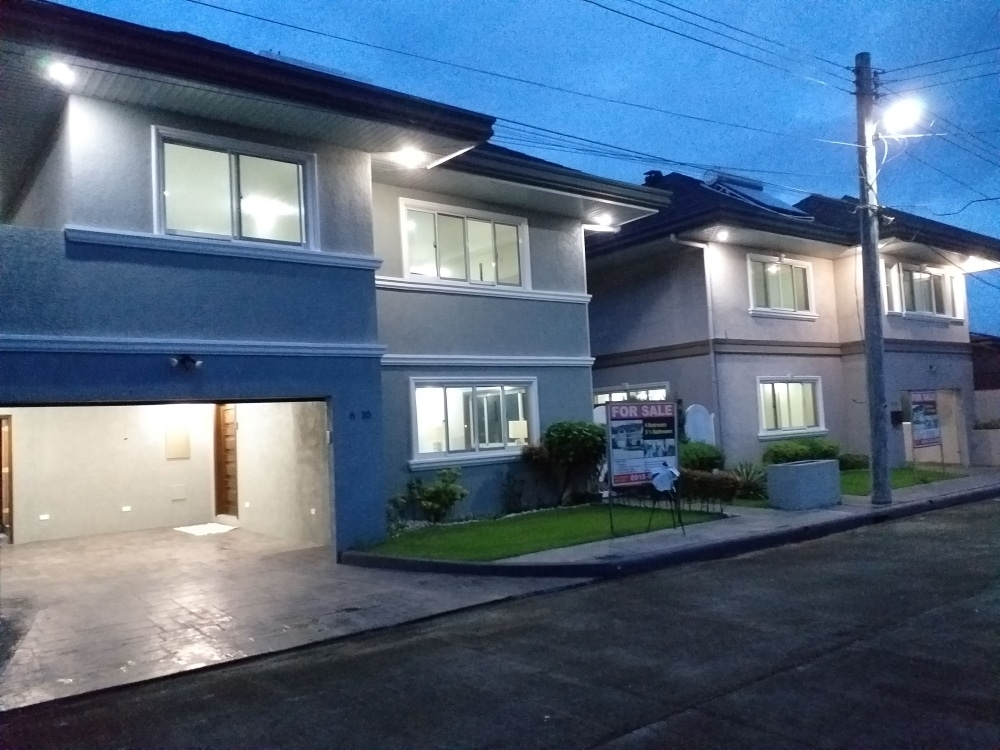 2 adjoining Homes For Sale , Pulu Amsic, Angeles City, Philippines